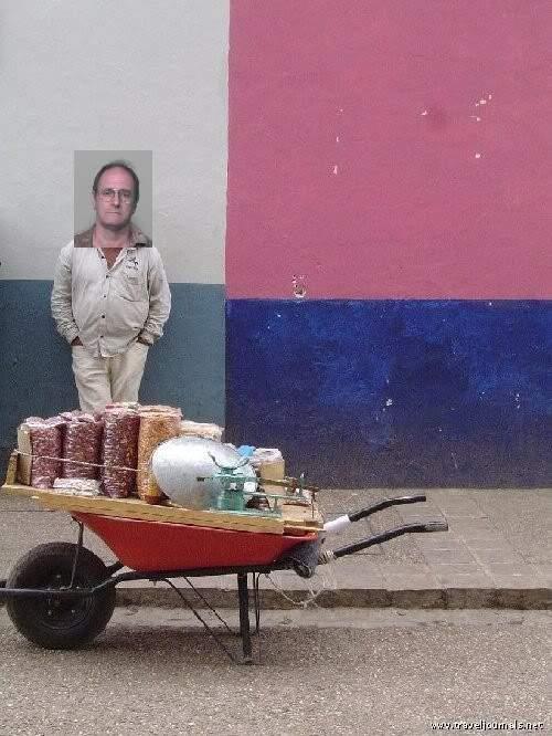 10413-wheel-barrow-man-san-cristobal-mexico.