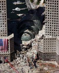 200px-September_17_2001_Ground_Zero_04.