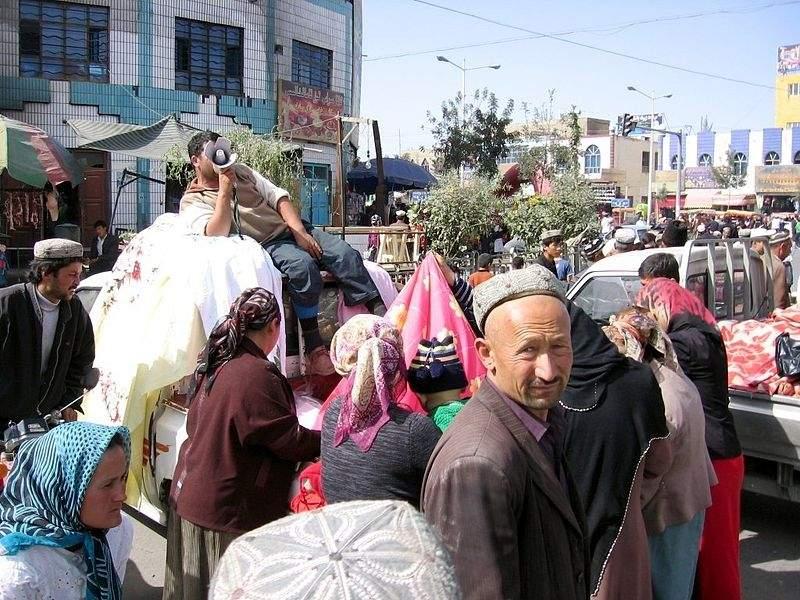 800px-Khotan-mercado-d39.