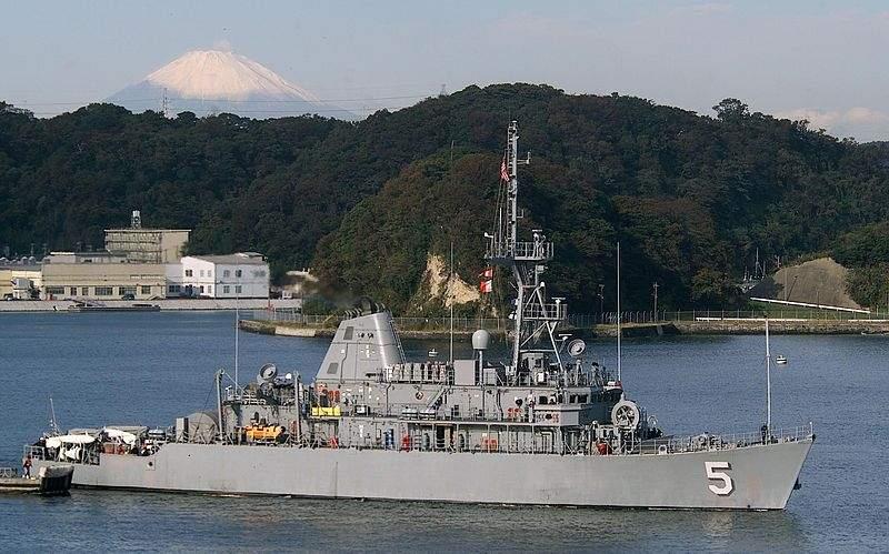 800px-USS_guardian_H.