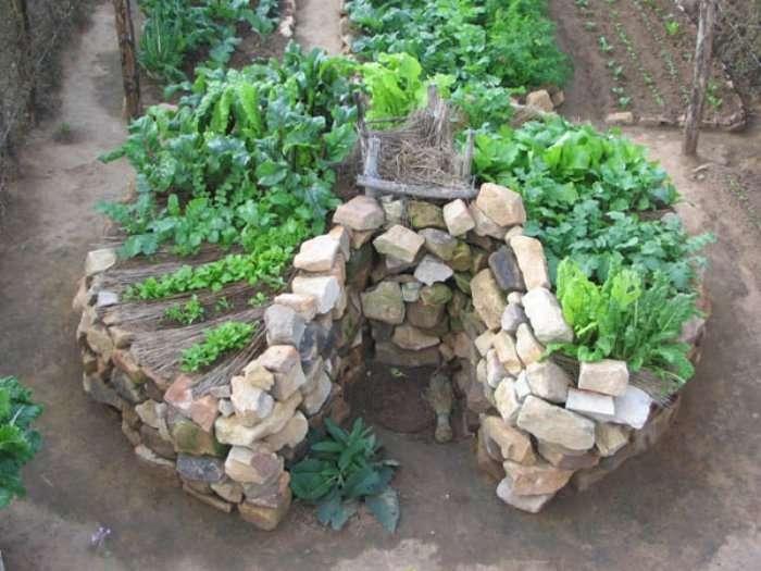 african_gardens_lesotho_keyhole_garden.