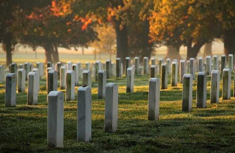 Arlington-National-Cemetery-Headstones.