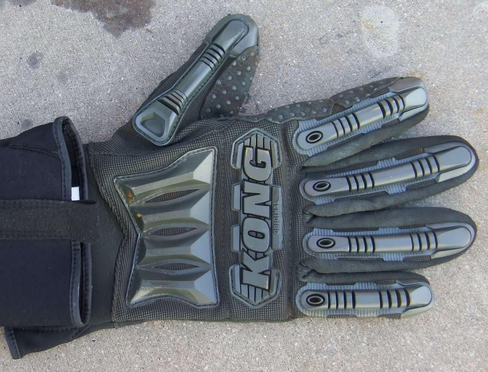 Camo Gloves.JPG