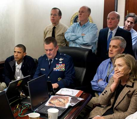 esq-obama-situation-room-0313-de.