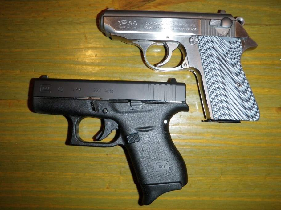 glock and walther (912 x 684).