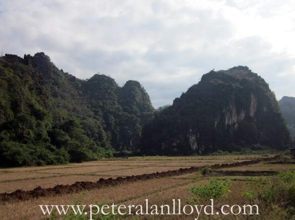 Limestone-Cliffs-around-Nhommarath-Laos-1-585x438.