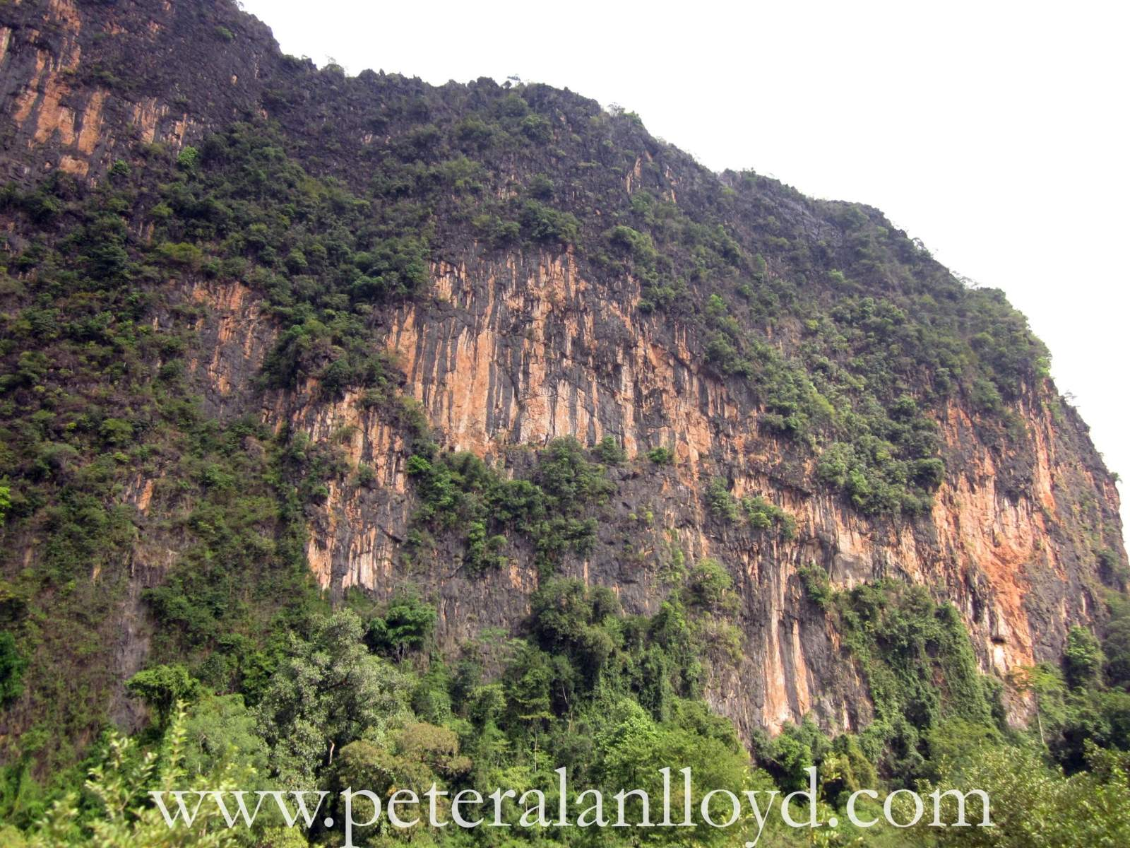 Limestone-Cliffs-around-Nhommarath-Laos-2.