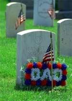 memorial_day_decorated_grave_1.