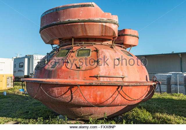metal-lifeboat-capsule-used-by-the-offshore-drilling-industry-fxx8np.