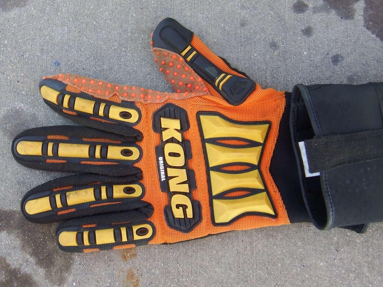 Non Camo Gloves.JPG