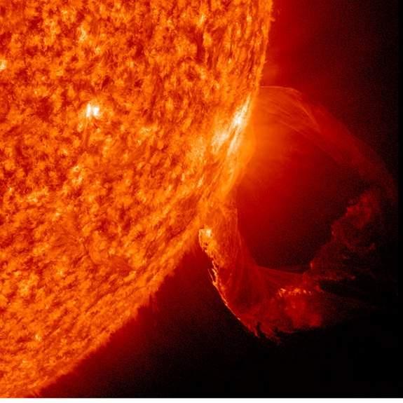 sun-eruption-solar-prominence-march19.