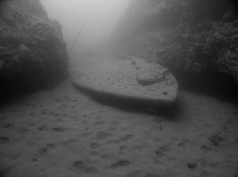 sunk_boat_bw.