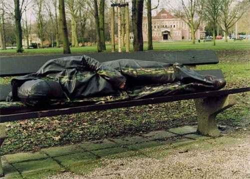 urban-bench-sleeper-camouflage.