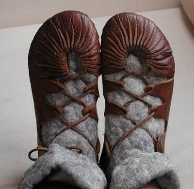Viking_shoes_by_huldremor.